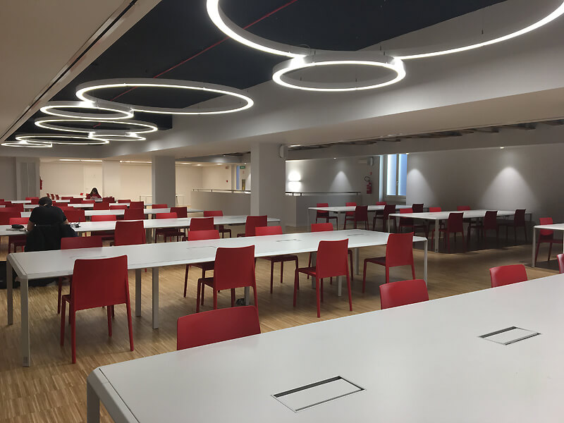 Mobili di design realizzati su misura per la Sala Lettura Umberto Eco